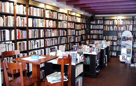 rack Up Libros-Cafe  1